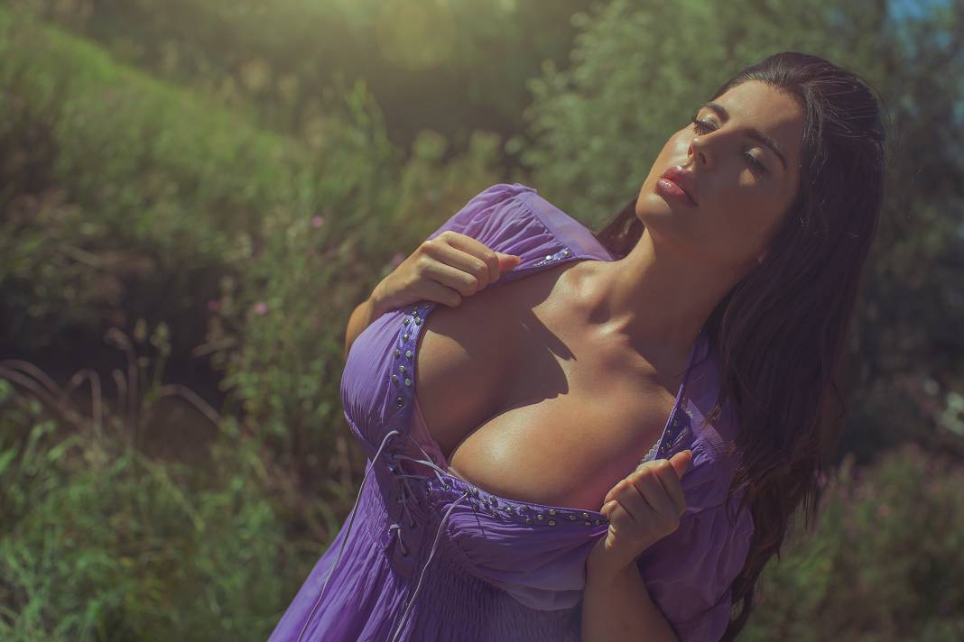 BUSTY GLAMOUR MODEL - LANA DEALESSI - big boobs from London